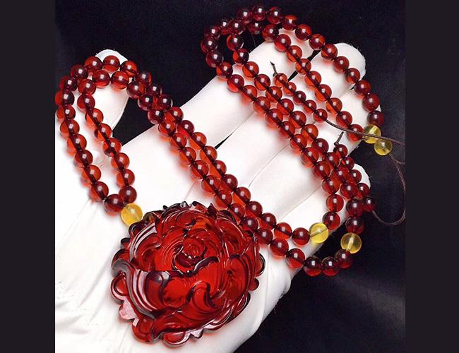 精品血珀牡丹花套装,净水酒红色
